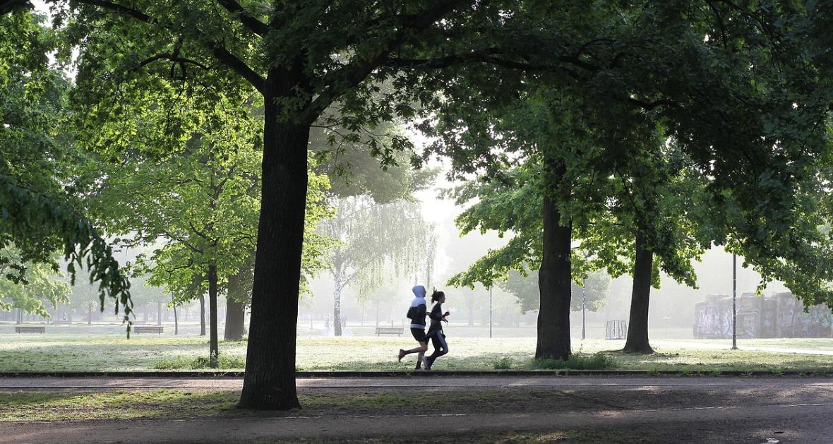 běžící pár