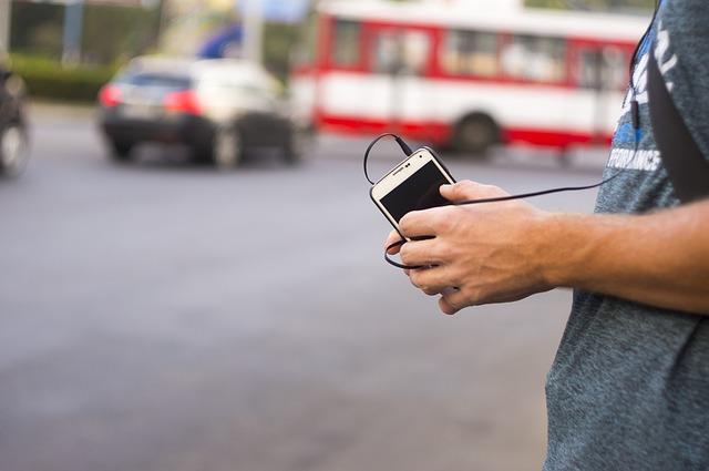 poslech z telefonu