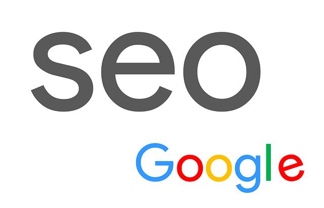 černý nápis SEO napsaný nad názvem společnosti Google